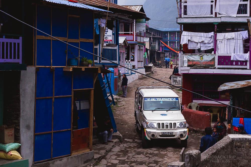 annapurna circuit trekking   jagat   jeep to manang   besisahar to chame   part 1   collage 1   laidback trip