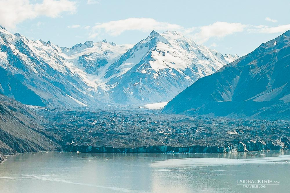 Breathtaking view of Tasman Lake and New Zealand's largest Tasman Glacier