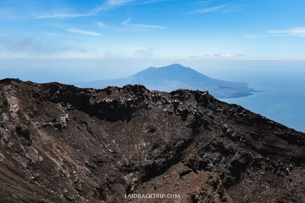 You can see the Nicaragua lake, the biggest lake in Central America from the volcano.