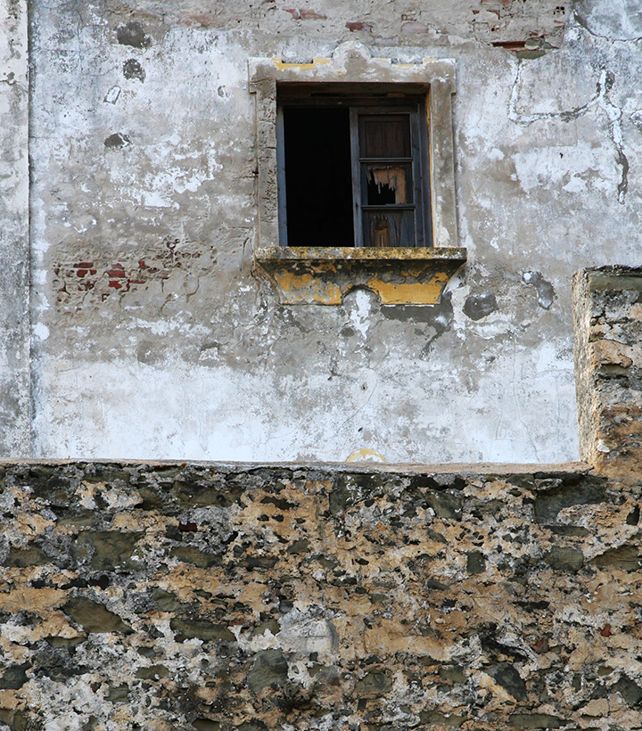 tarifa-city-wall-with-window-beyond.jpg