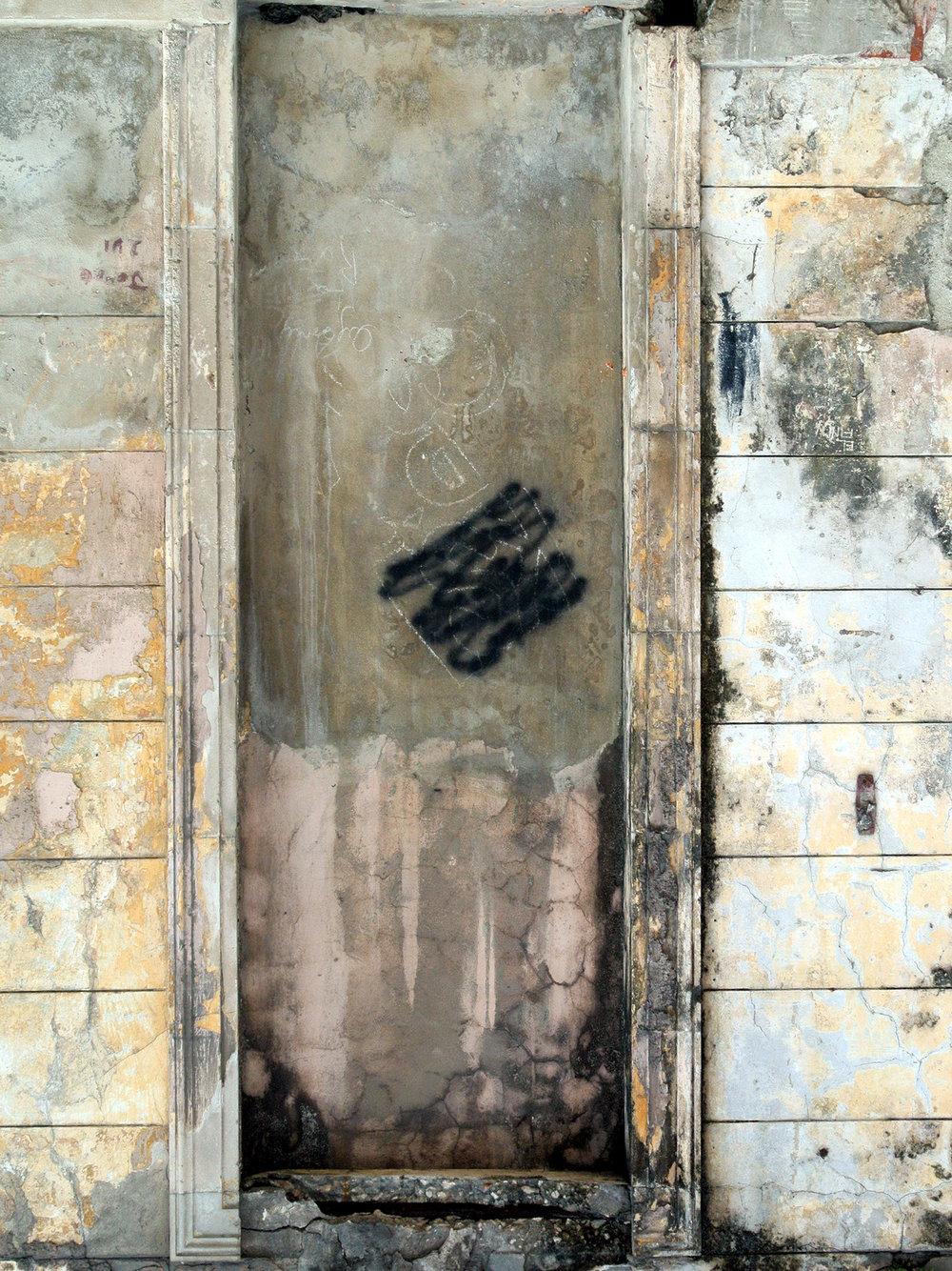 havana-ciudad-viejo-wall-with alcove.jpg