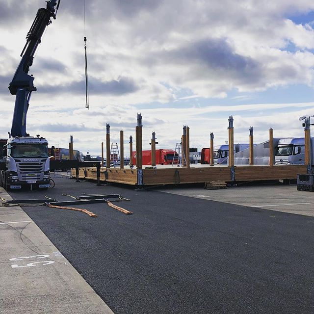 Awesome to be able to catch a glimpse of the @redbull #holzhaus being installed @silverstonecircuit. #portablearchitecture on another level with a little help from a 200 tonne mega Hiab 💪 #liveevents #eventprofs