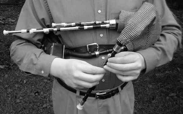northumbrian_smallpipes_being_played_-_original.jpg