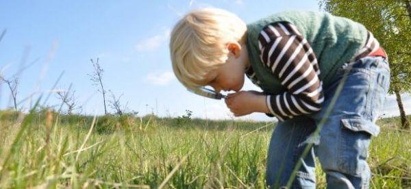 vn-medium-magnifying-child-emma-bradshaw.jpg