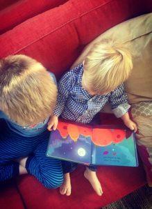 cute-kids-reading