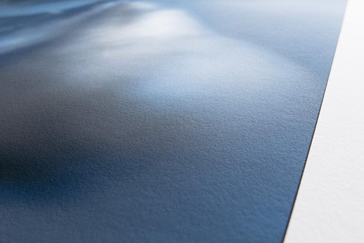 Détail de la surface du papier coton.