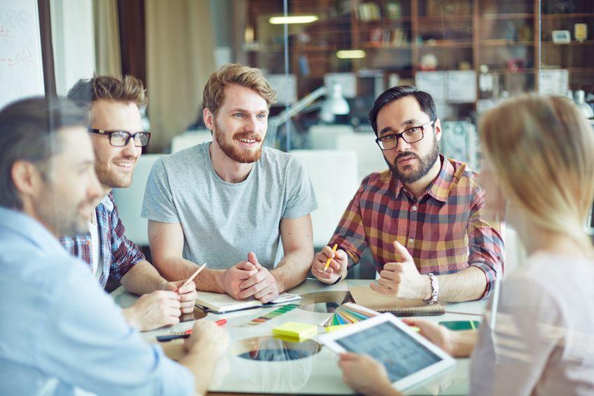2. Au niveau de l'équipe - - par des formations pour les équipes et/ou les managers d'équipe afin de développer la collaboration, l'engagement, stimuler l'intelligence collective et amener les équipes à s'auto-gérer faces aux changements, tensions internes et pressions externes- par un support sur le terrain d'accompagnement d'équipes- par la co-création de solutions innovantes en lien avec les besoins de chacun