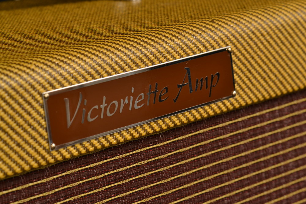 Victoria Victoriette   The Victoriette possesses the warmth and clean headroom of a blackface Deluxe, with the character, charm, and dynamic response of a Class A British amp, but it is a knockoff of nothing.