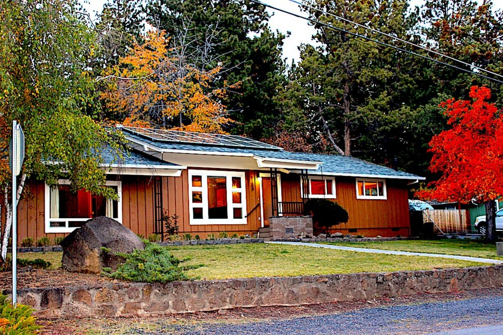 Bend ranch house near downtown shops, restaurants