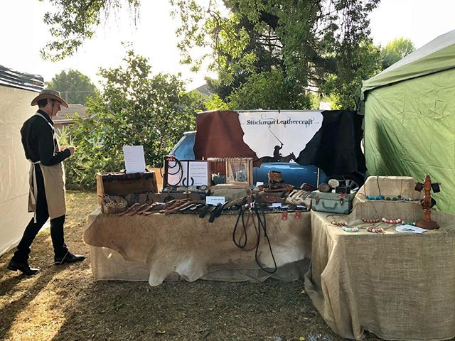 Under the dappled light of a tree with the morning sunshine on our backs. It's a beautiful morning at the Warragul Arts Market and the fabulous @warragulfarmersmarket is next door, come say hi if you're in town 👋🏼 #StockmanLeathercraft #marketstall #localmarket #shoplocal #handmade #traditionalcraft #leatherplaiting #kangarooleather #marketlife #warragulfarmersmarket #warragulartsmarket #gippsland