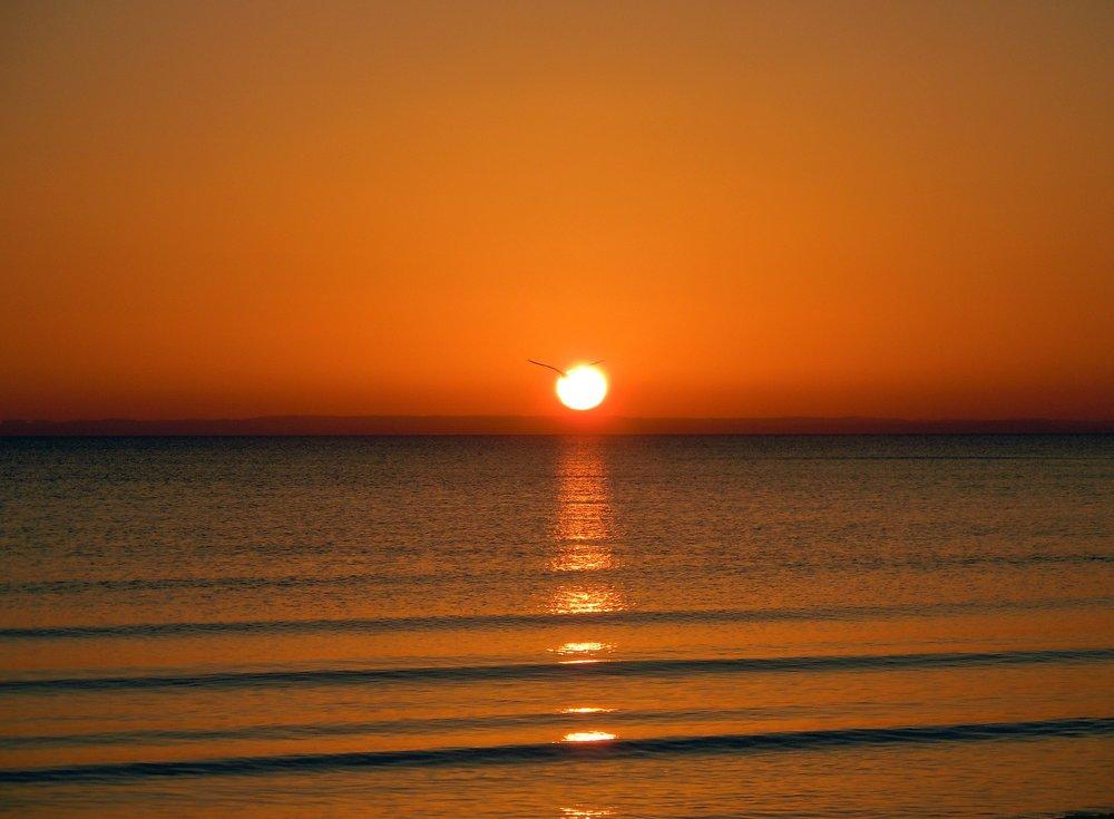 sunrise-on-the-sea-275274_1920.jpg