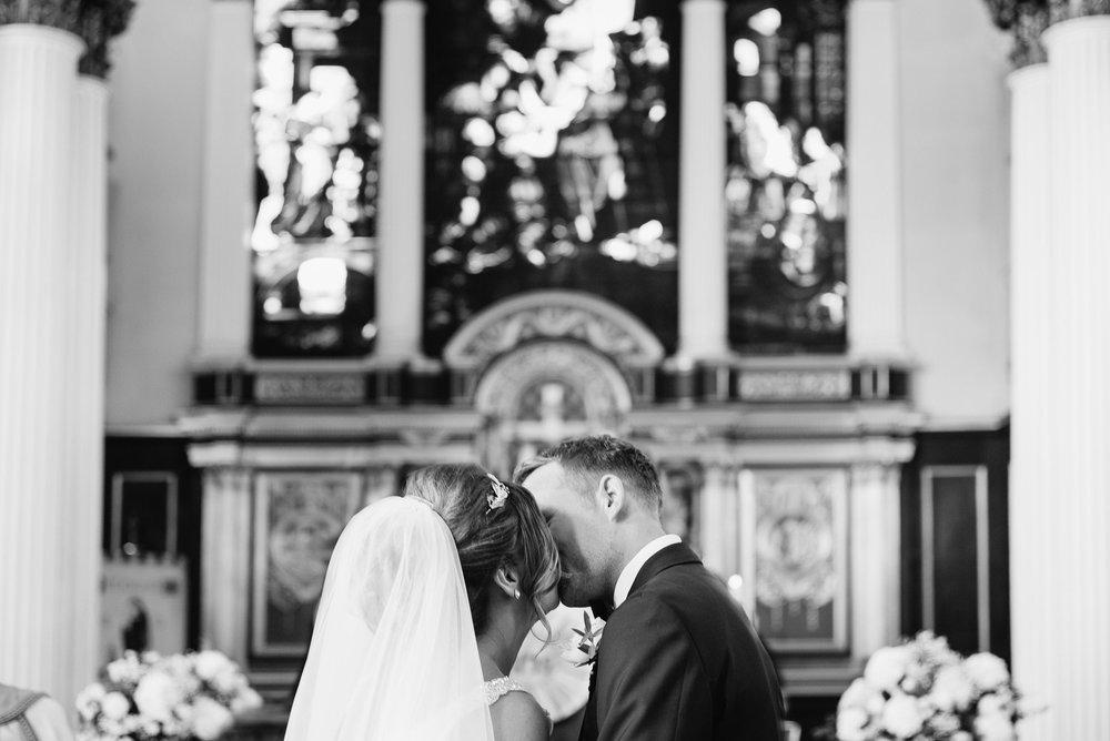 Joshua_Fray_Wedding_Photography-9_bwwsok.jpg