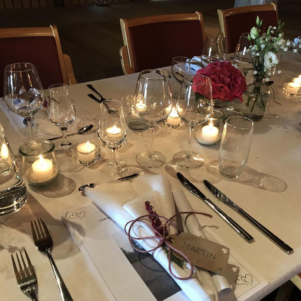 Geiteberg låve bryllup bord pynt 33.jpg