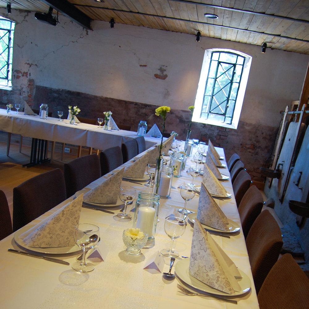 Geiteberg låve bryllup bord pynt 46.jpg