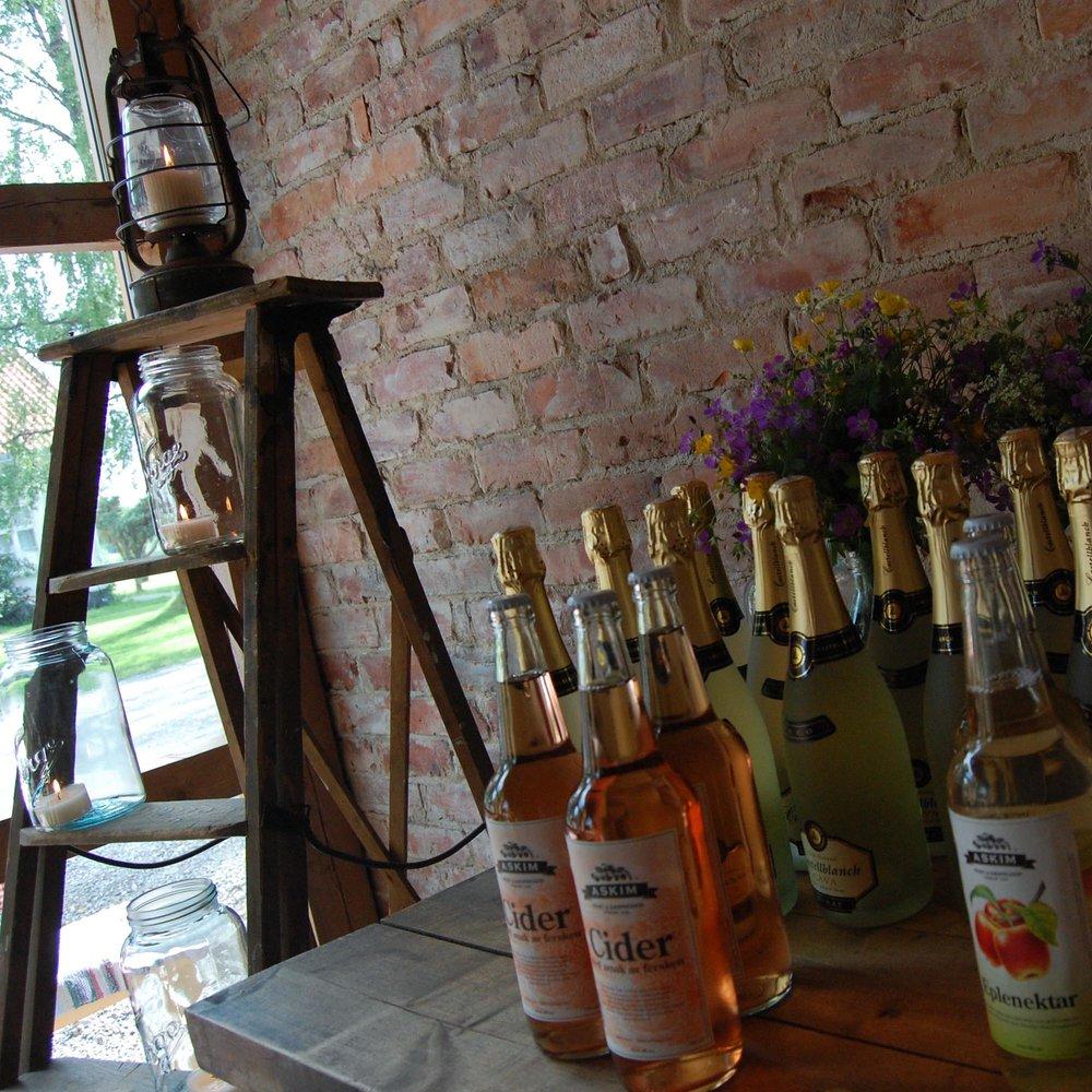 Geiteberg låve bryllup servering 15.jpg