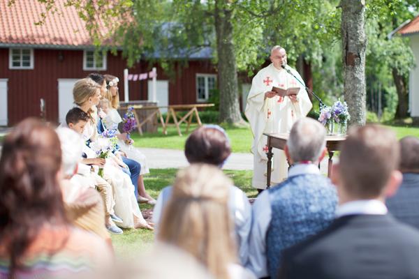 bryllupsfotograf_annemargrethephotography_oslo_norge_laavebryllup_bryllupsinspirasjon_barnwedding_leilahafzi_brudekjole_bryllup_21.jpg