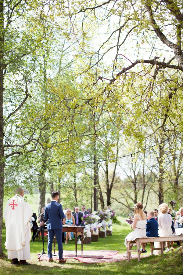 bryllupsfotograf_annemargrethephotography_oslo_norge_laavebryllup_bryllupsinspirasjon_barnwedding_leilahafzi_brudekjole_bryllup_23.jpg