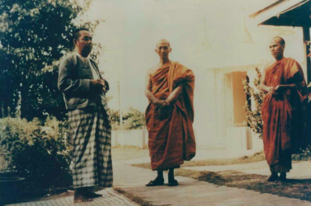 Webu Sayadaw (center) and Sayagyi U Ba Khin (left)