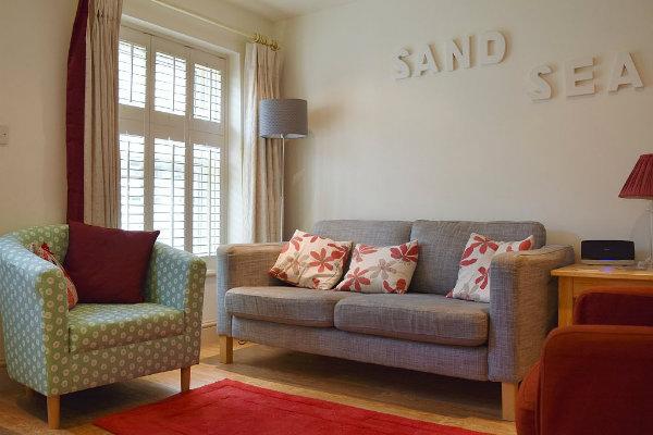 Living room 600 x 400.jpg