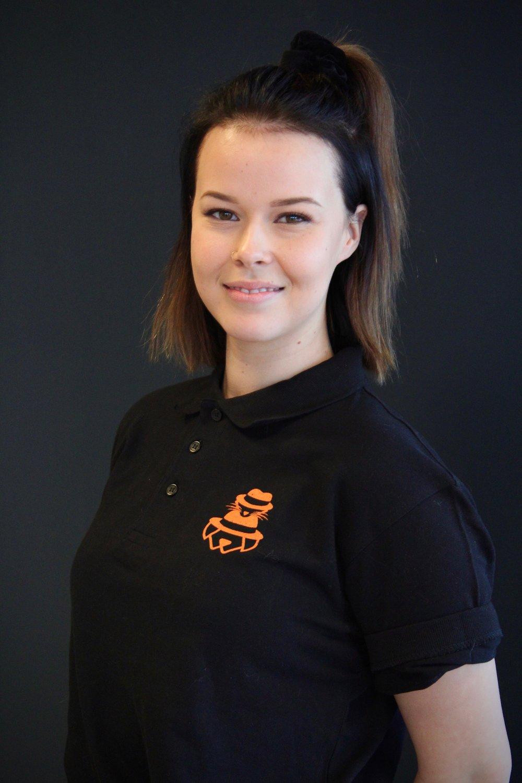 Elisa - Myyjä - eläintenhoitaja