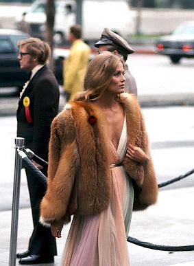PRETTY SURE I WAS NOT GIVING OFF THE SAME VIBES AS LAUREN HUTTON ARRIVING AT THE 47TH ACADEMY AWARDS ( GETTY IMAGES)