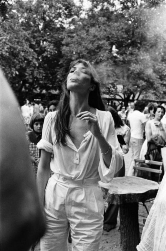 IN ALL WHITE FOR SUMMER: JANE BIRKIN.