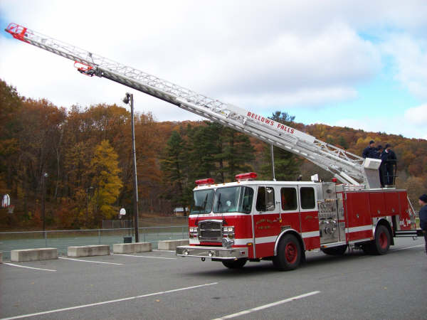 52 Ladder 1 (08 E-One 75ft Quint)_3094962725_o.jpg