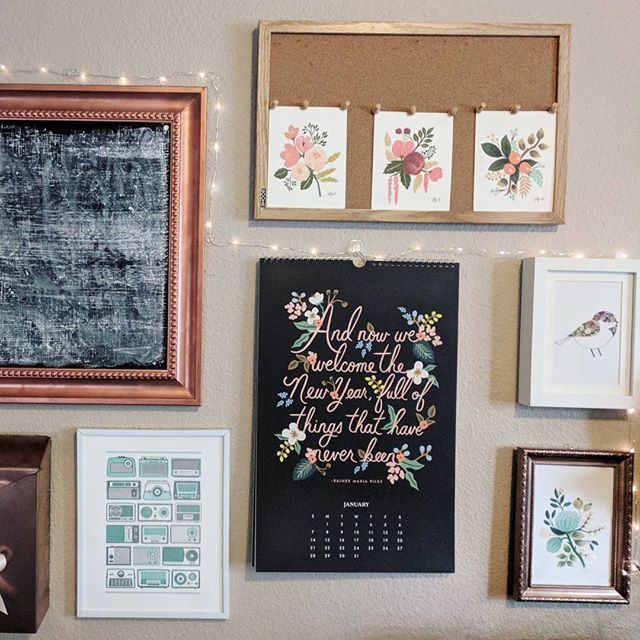 #molliemakersweek - Making Spot  Here's one of my (many) knitting and writing places, right above all my unfinished objects 😅 Since I've only just finished putting together this wall, I haven't decided what to put on the chalkboard yet. But, I'm very happy with all these florals in the middle of winter.