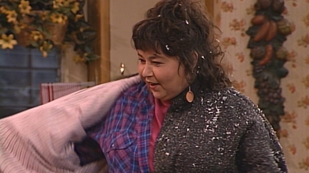 Roseanne returns home covered in fake snow after a successful therapy session at the Lobo, and Darlene has finished her report. Happy ending!