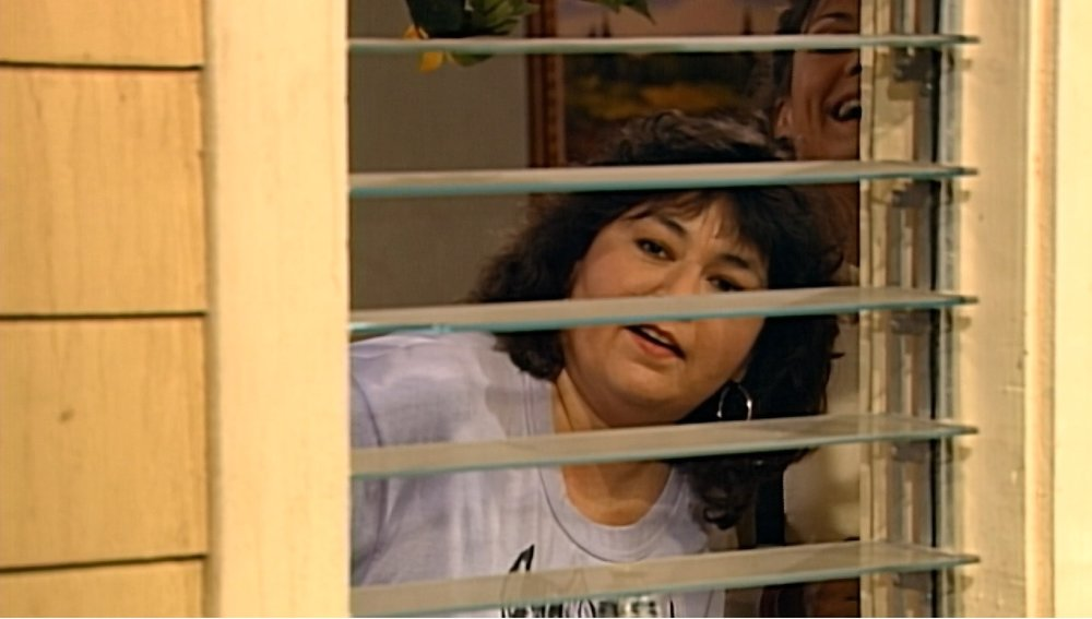 Jackie and Roseanne spy on some drunk idiots and make a bet of their own.