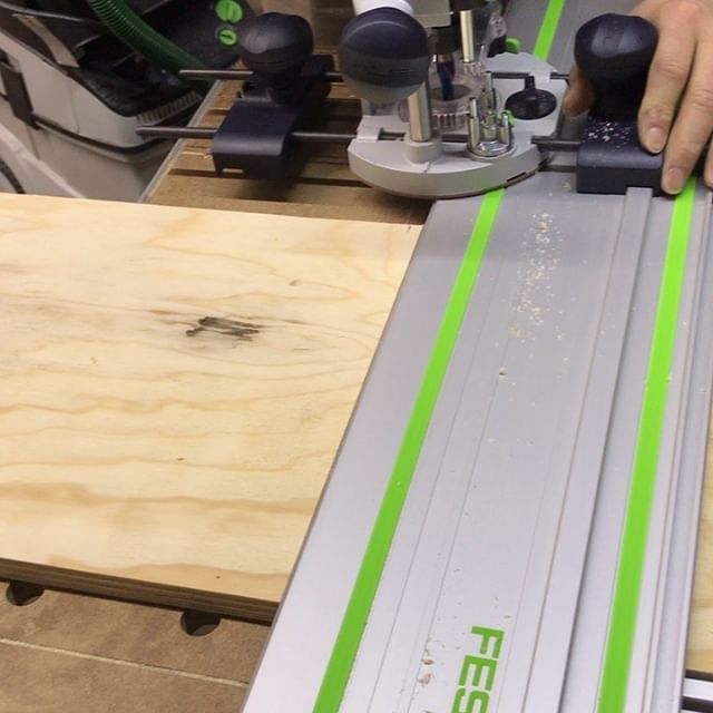 Doing a small 3/8 dado for a shelf. With the Festool of1400 EQ #festool #amanatool #woodworking #customwoodwork #cuttingtools