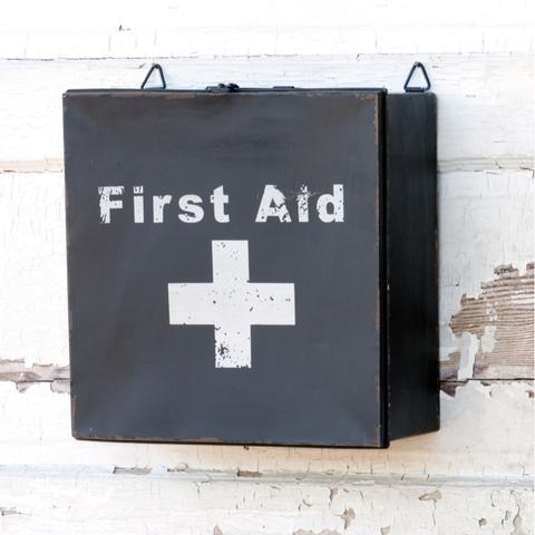 How adorable is this vintage inspired first aid box?