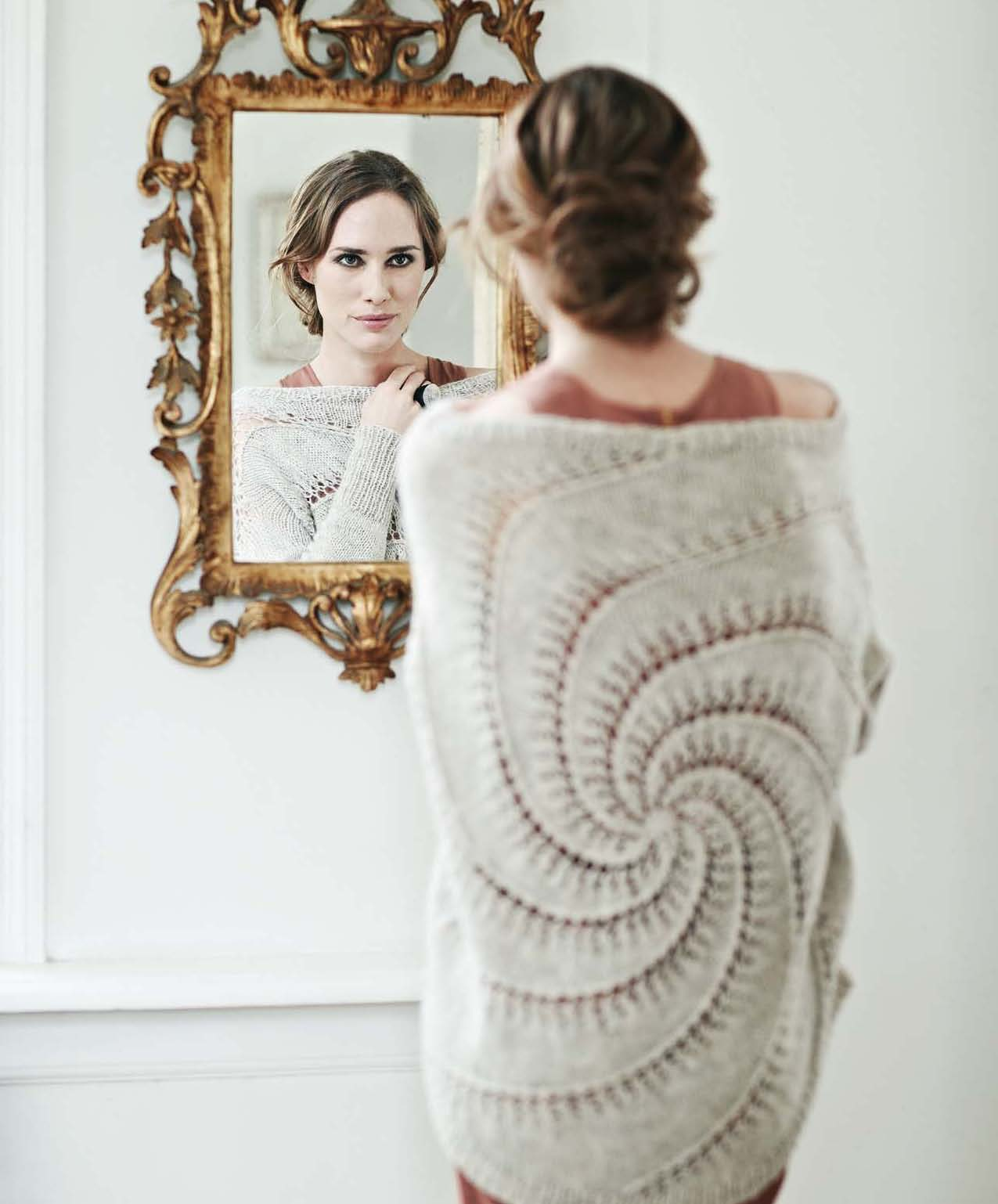 Perfectly Feminine Knits - Cille beauty image