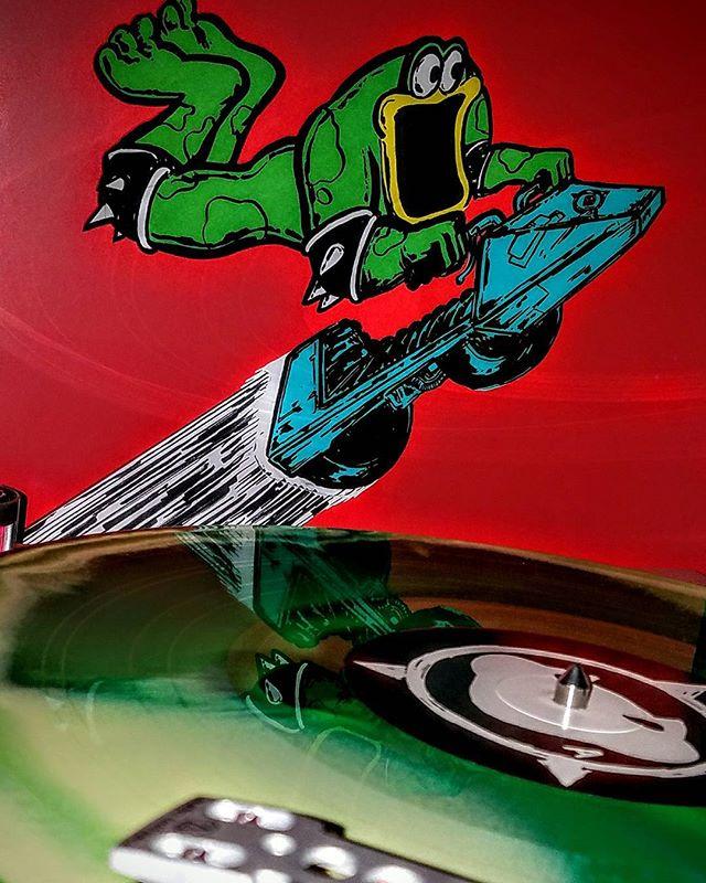 * Battletoads Video game soundtrack  1991 Iam8bit (2015) Green Vinyl Awesomeness!  #daleygaming #nintendo #iam8bit #gamer #videogames #gamedev #gamesoundtracks #gamergirl #gamerguy #battletoads #nintendoswitch