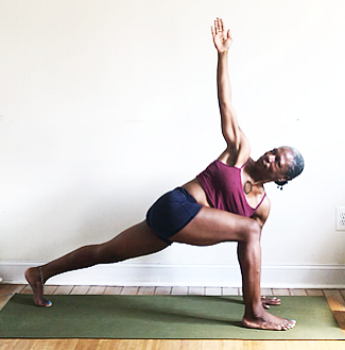 parivrtta ashwa sanchalanasana. (rotated low lunge pose)