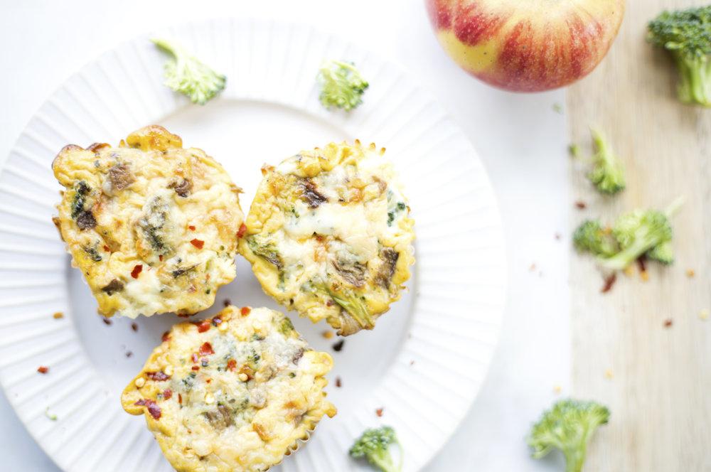 Broccoli Cheddar Egg Muffins by Alavita