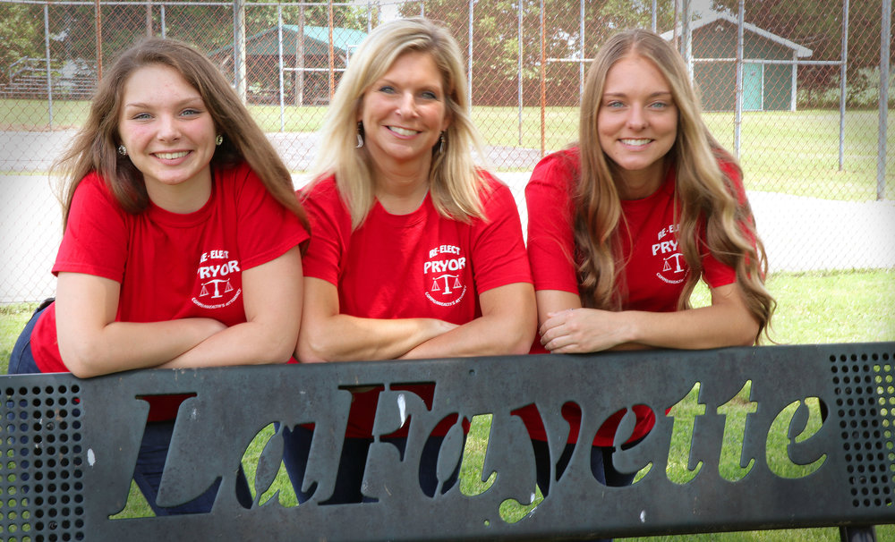 Lynn Pryor and her daughters, Karlee and Kendal, in Lafayette, KY
