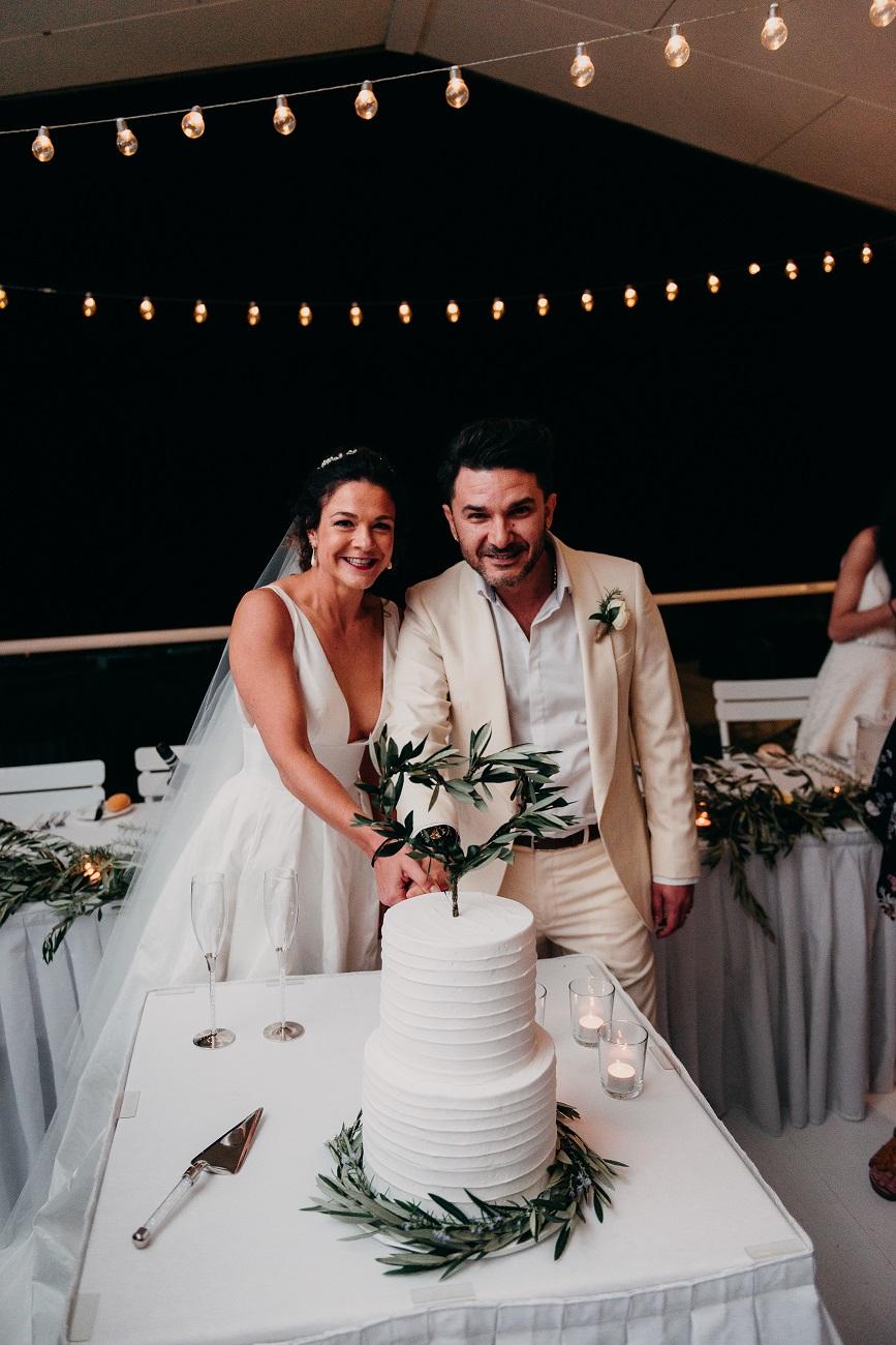 Classic wedding cake.jpg