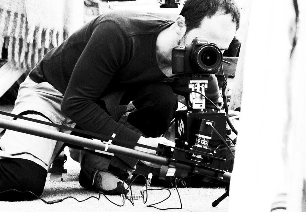Åge Magnussen - Jeg er en time-lapse fotograf og filmskaper med base i Nordland.Det startet med en fotointeresse som utviklet seg til en altoppslukende drivkraft etter å mestre kunsten å lage time-lapse. Derfra var veien kort til film.Med de majestetiske arktiske fjellene, fjordene og isbreene rett utenfor stuevinduet er trangen til å fange hvert øyeblikk konstant.