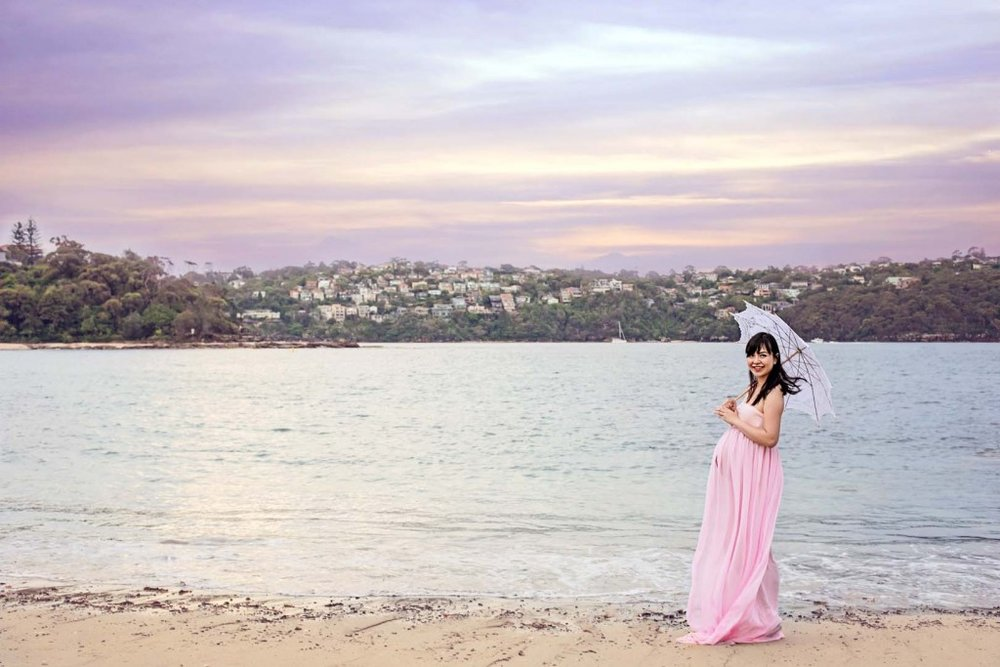 sydney beach pregnancy photo
