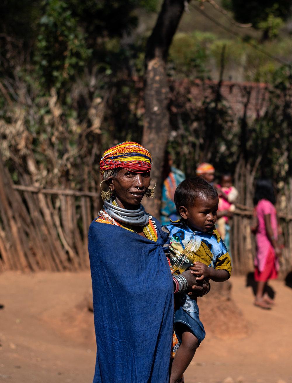 A Bonda woman with kid