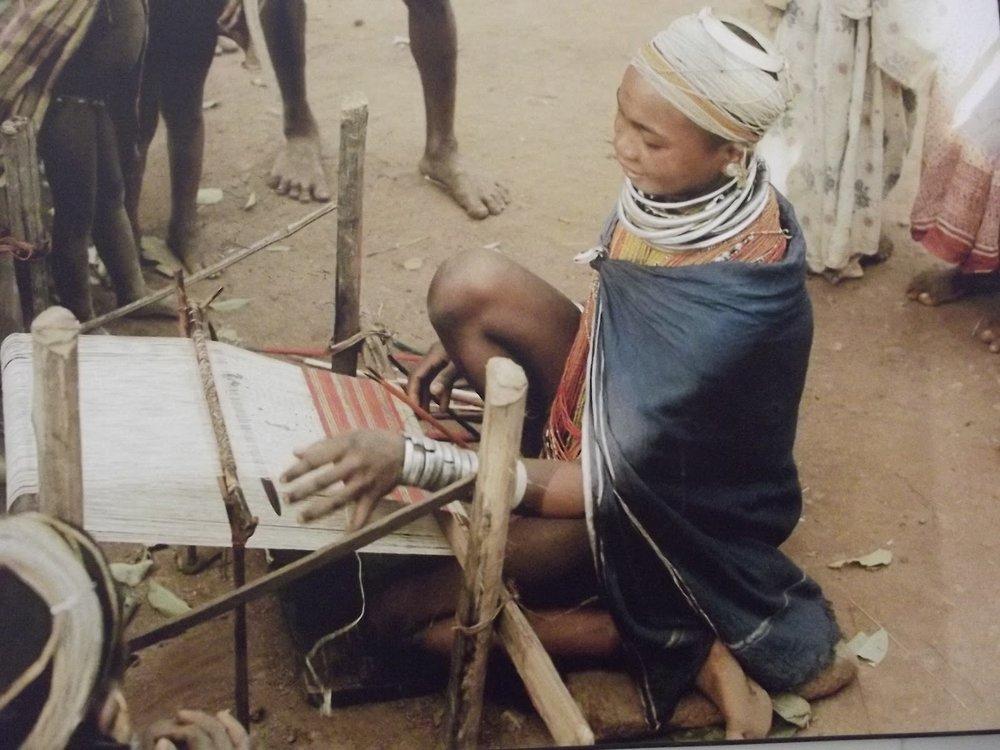 Bonda woman handweaving the traditional 'ringa'. This practice barely exists today. Image courtesy IGRMS