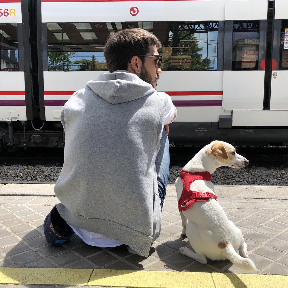 Con Carlos esperando el tren.