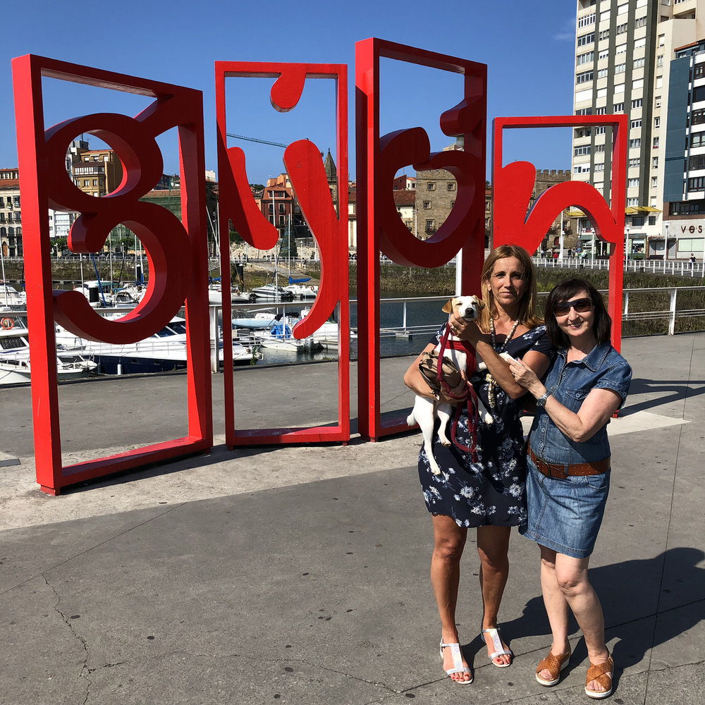 Con Cristina y Lulis en Gijón.