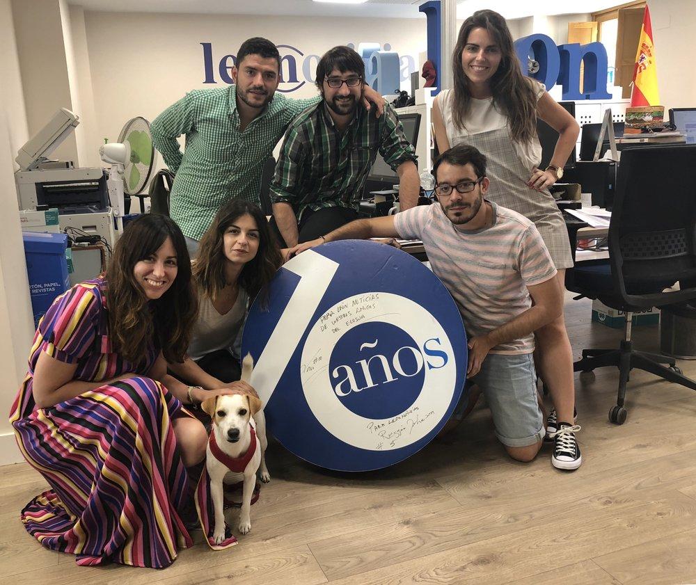 Con parte del equipo de Leonoticias.com