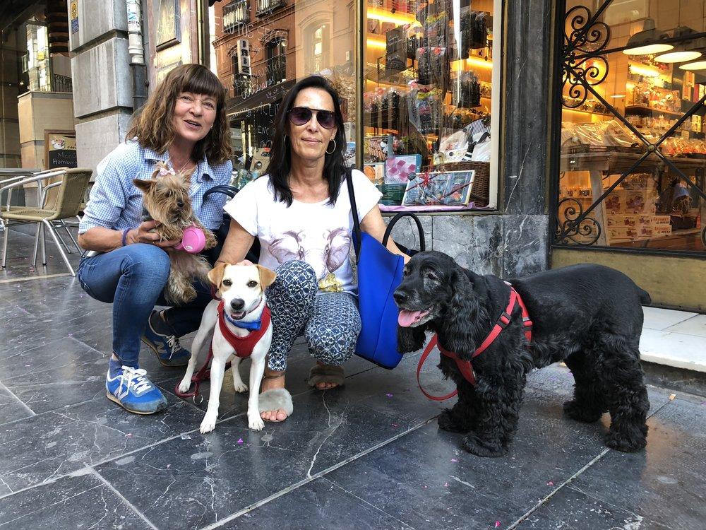 """Con Marta, Vicky, """"Lola"""" y """"Frida""""."""