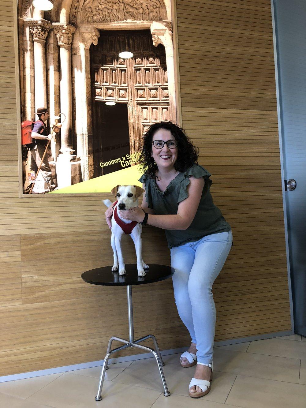 Con Gema en la Oficina de Turismo de León.