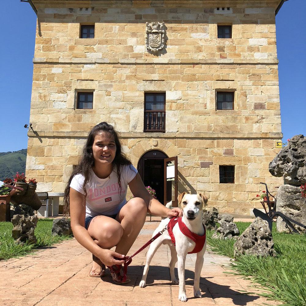 Con Patricia en la Posada Asador Ribera del Pas, en Iruz.
