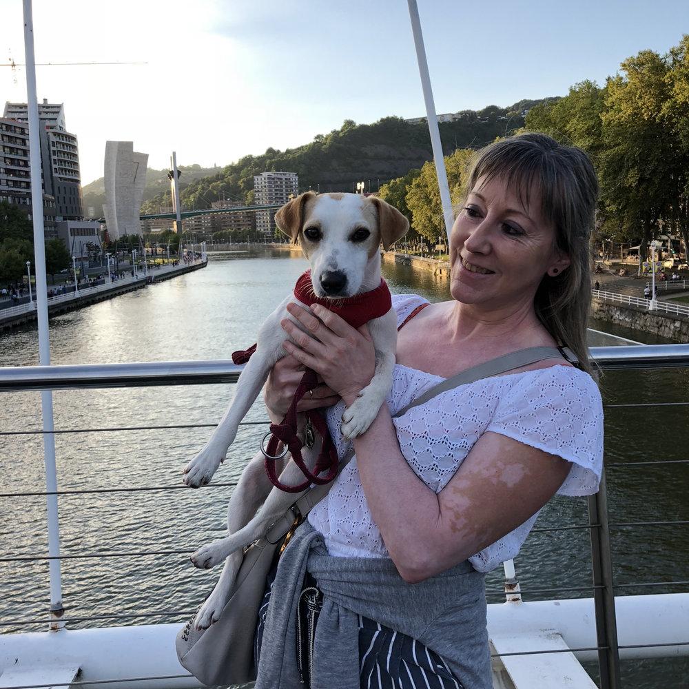 Con Mónica, de la pelu canina Moniguau.