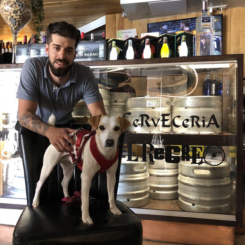 Con Andrés, en Cervecería El Recreo, en Palencia.